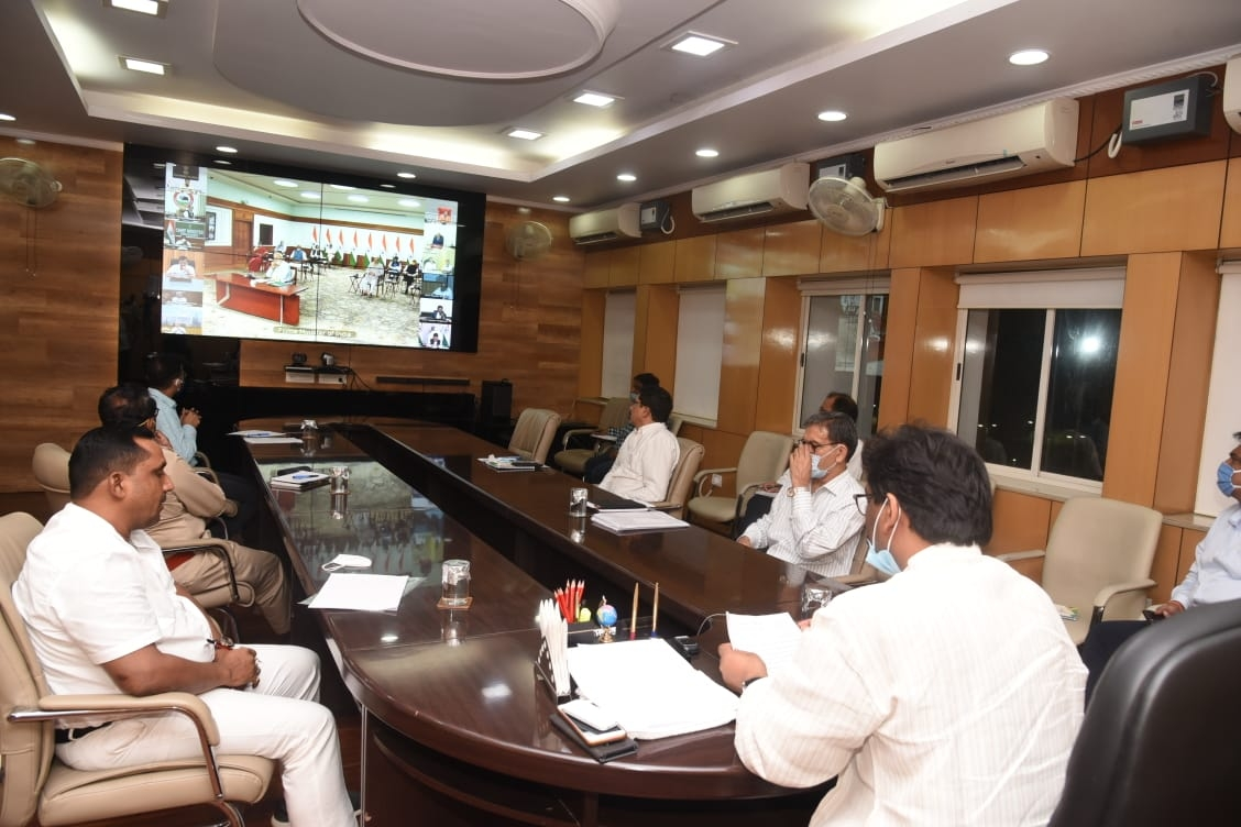 <p>Inside Jharkhand Secretariat, Chief Minister Hemant Soren took part in PM Narendra Modi's video conference with CMs on Coronavirus crisis and lockdown on Monday.During…