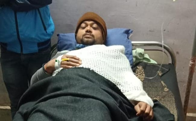 <p>They sought food from the hotel operator at 10 pm on Friday night. When he failed to provide it to them at Jawahar Bhojnaylaya in Garhwa, three of them shot at Sunil Kesri. While…