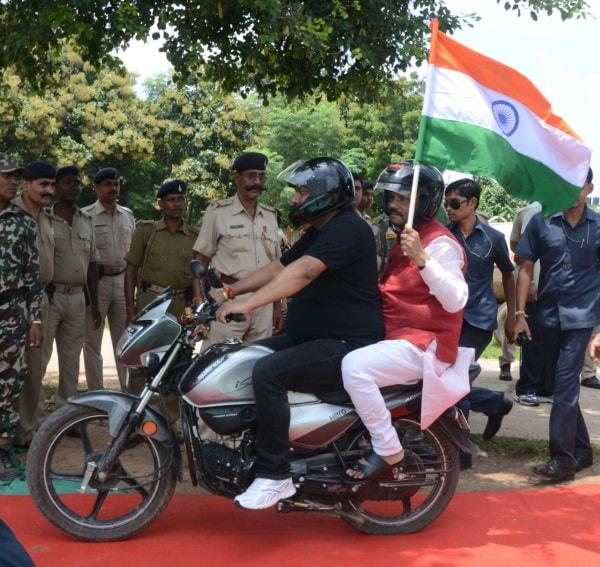 <p>Wear helmet while driving mo bikes.To promote this message,Jharkhand Chief Minister Raghubar Das became a pillion driver and moved around by a bike wearing helmet</p>