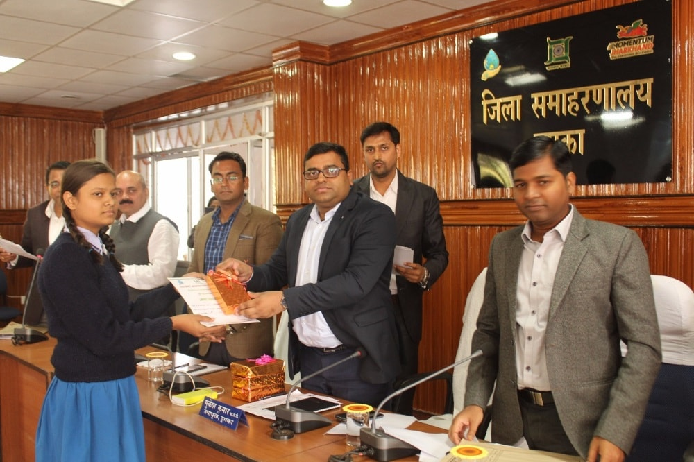 <p>Under the Prime Minister Rural Digital Literacy Campaign, Quiz Contest was held in different blocks of Dumka district, in which children of different schools took part in the contest.Dumka…