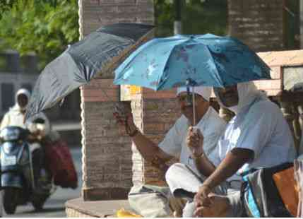 <p>No respite from heat and humidity that has gripped the enitre state.According to Met officials, this heat wave like condition is like to stay for some time now.</p>