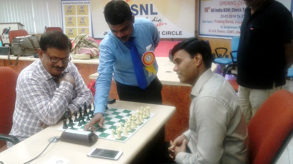 <p>CGMT BNSL – Jharkhand Circle, KK Thakur along with other officials during the second day of the BSNL 18th All India Chess Tournament in Ranchi on Tuesday.</p>