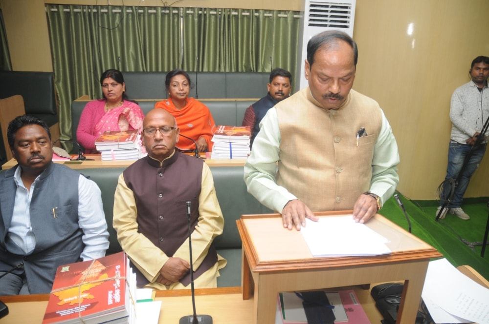 <p>Jharkhand Chief Minister and Finance Minister, Raghubar Das presenting budget of the year 2018-19 in the assembly in Ranchi on Tusday.</p>