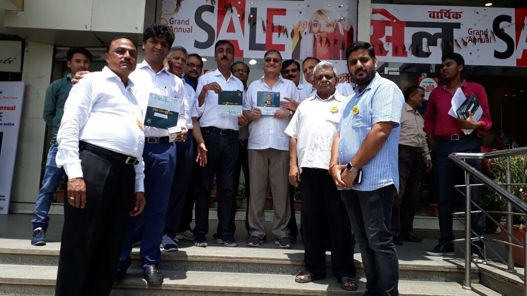 <p>Team Mukul Taneja organised a 'Pad Yatra' in Ranchi on wednesday.The team visited about 250 businessman in areas of Lalpur, H.B Road, Kokar & Kanta Toli.</p>