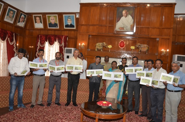 <p>Jharkhand Governor Draupadi Murmu(Sixth from Left) and Principal Secretary Santosh Kumar Satapathy(Fourth from Left) together with personnel of the Postal Department on the occasion…