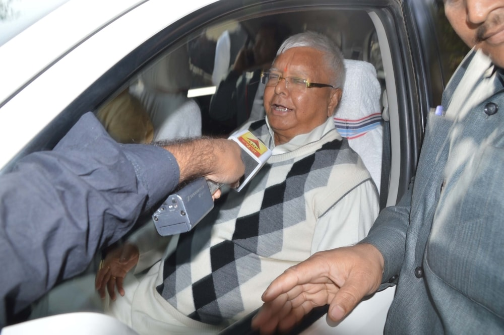 <p>Former Bihar Chief Minister and RJD Chief Lalu Prasad Yadav arrives at special CBI court in connection with Multi-Crore fodder scam case in Ranchi on Saturday.</p>