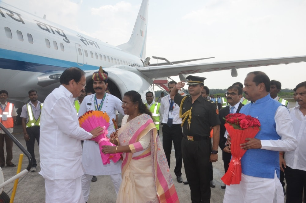 <p>Vice President of India M Venkaiah Naidu being presented a bouquet by Jharkhand Governor Droupadi Murmu during his arrival at Birsa Munda airport Hinoo in Ranchi on Friday. Jharkhand…