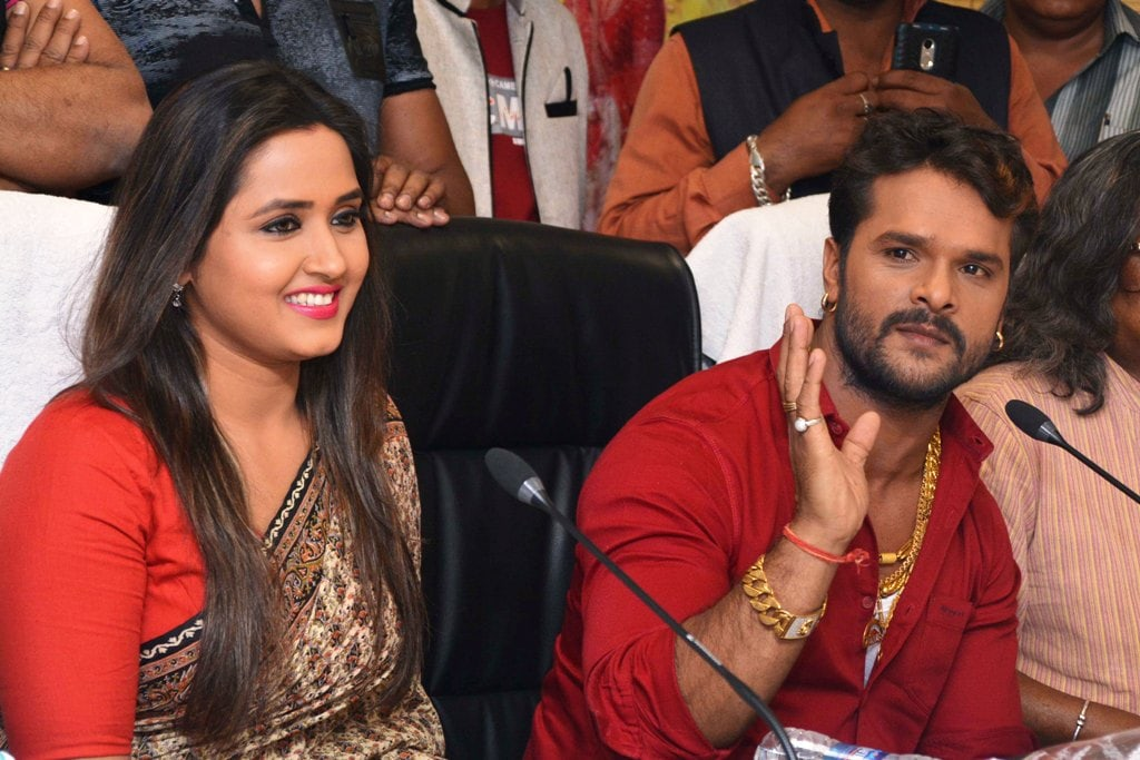 <p>Bhojpuri actor Khesari Lal Yadav along with actress Kajal Raghwani talks to media persons during an event in Ranchi on Tuesday.</p>