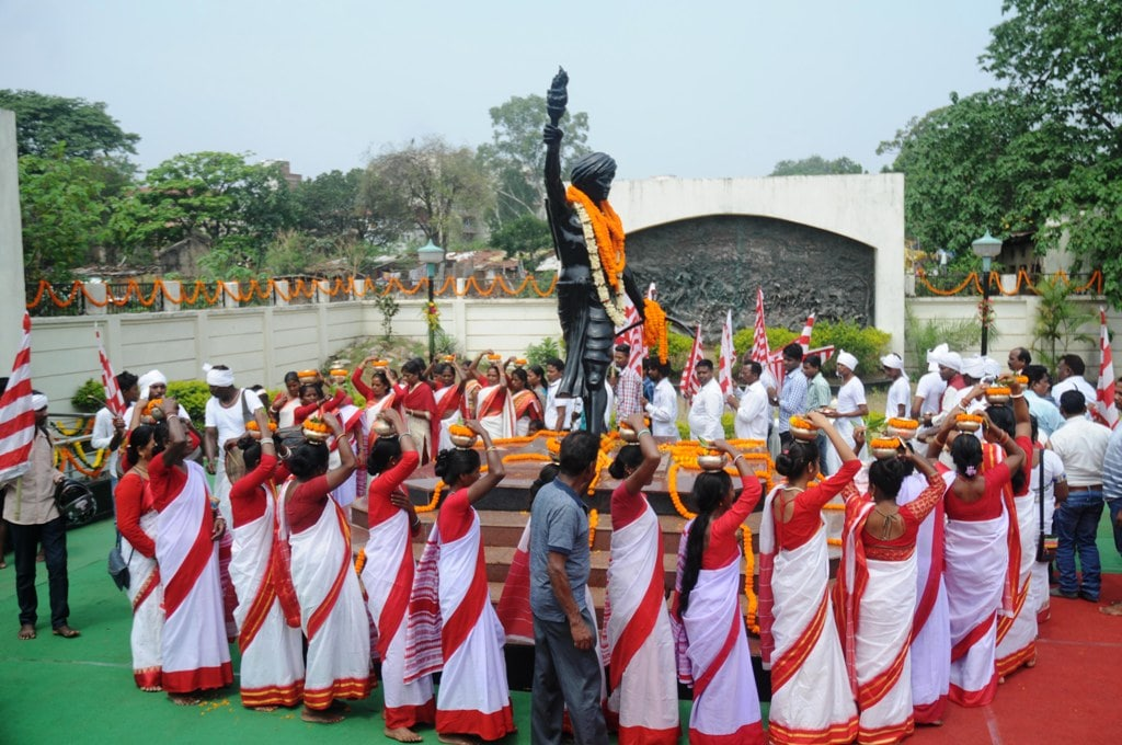 <p>Descendant of Jharkhand's first freedom fighter Birsa Munda gathers around his statue to perform rituals on the occasion of his death anniversary at Birsa memorial…