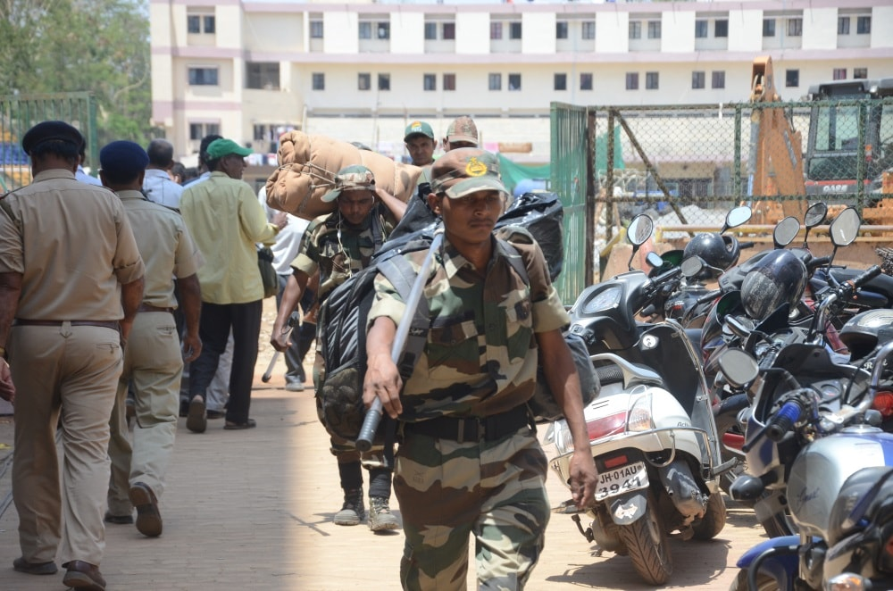 <p>Police forces leave for their respective polling stations on the eve of Ranchi Municipality elections in Ranch on Sunday.</p>