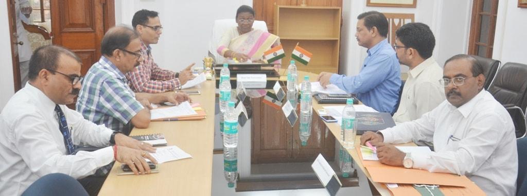 <p>माननीया रज्यपाल द्रौपदी मुर्मू से आज दिनांक 20/07/2018 को उच्च एवं तकनीकी शिक्षा विभाग के सचिव राजेश शर्मा ने भेटवार्ता की |</p>