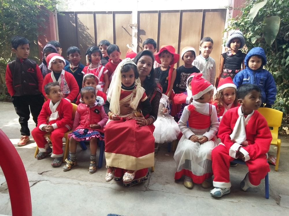 <p>Little kids of Holly Kids School.(Harmu), participated in Christmas gathering. Teachers also accompanied them with much fanfare</p>