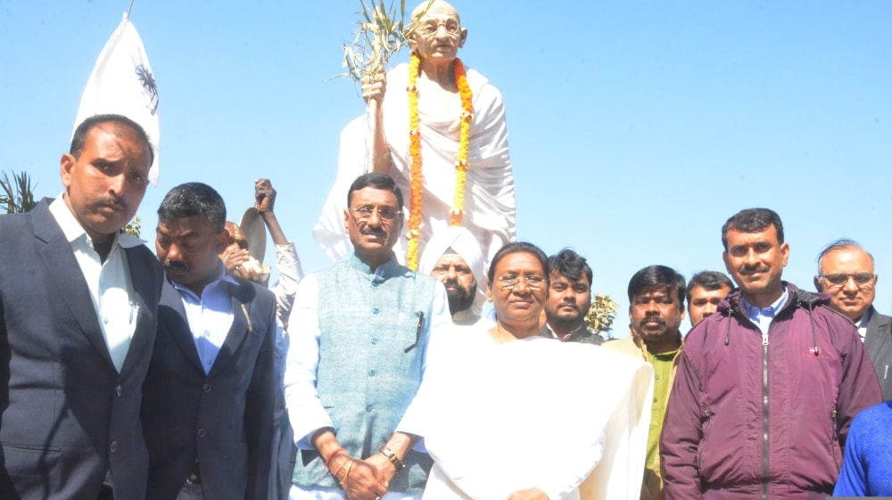 <p>On the occasion of the death anniversary of the Father of the Nation, Mahatma Gandhi, Governor Draupadi Murmu presented a reverence to the statue of Bapu located in Morahabadi maidan…