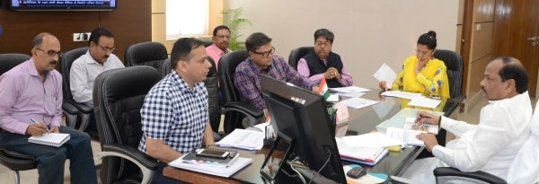 <p>Jharkhand Chief Minister Raghubar Das reviewed the work of the state Energy Department inside his official chamber,Project Bhawan in Ranchi </p>