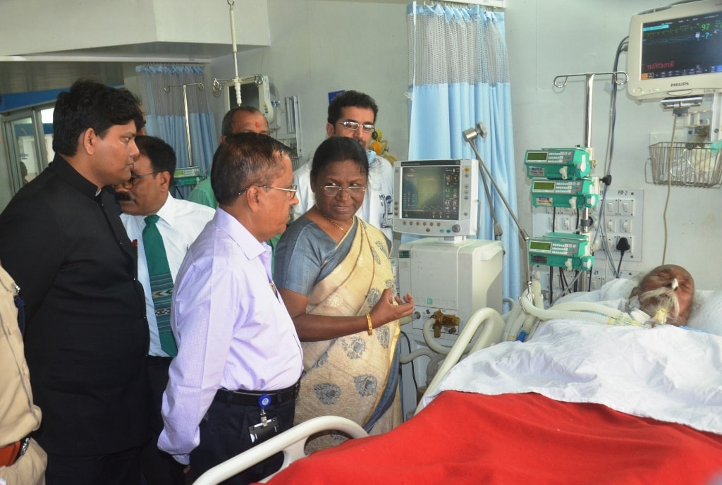 <p>Hon'ble Governor Draupadi Murmu met former MP and senior leader Bagun Sumbrai. Leader is under treatment in TMH Hospital in Jamshedpur. She met with doctors and asked about…