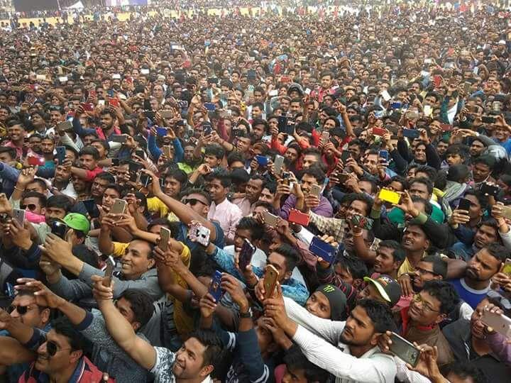 <p>लोहरदगा में खेली गई स्व शिव प्रसाद साहू स्मारक T 20 क्रिकेट प्रतियोगिता के फाइनल के दौरान उमड़ी भीड़। आयोजक बधाई के पात्र हैं और क्रिकेट प्रशंसकों की संख्या और उनके उत्साह से किसी…
