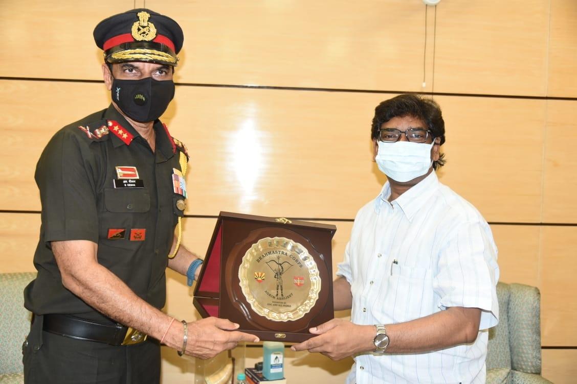 <p>झारखंड मंत्रालय में मुख्यमंत्री श्री हेमन्त सोरेन से भारतीय सेना के लेफ्टिनेंट जनरल श्री राजेंद्र दीवान ( एवीएसएम- वीएसएम, जीओसी- 17 कोर ) ने शिष्टाचार मुलाकात की ।</p> <p></p>…
