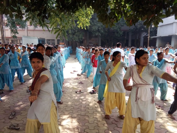 <p>The police in Uttar Pradesh is carrying anti-Romeo Squad against 'Romeos'.In capital of Ranchi Women's College students have started learning Martial Arts to fight against…