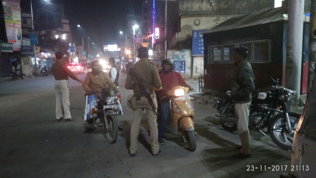 <p>To check theft of two wheelers from across the city, the city police has intensified checking at various important crossings of the ciity.The image shows police busy checking documents…