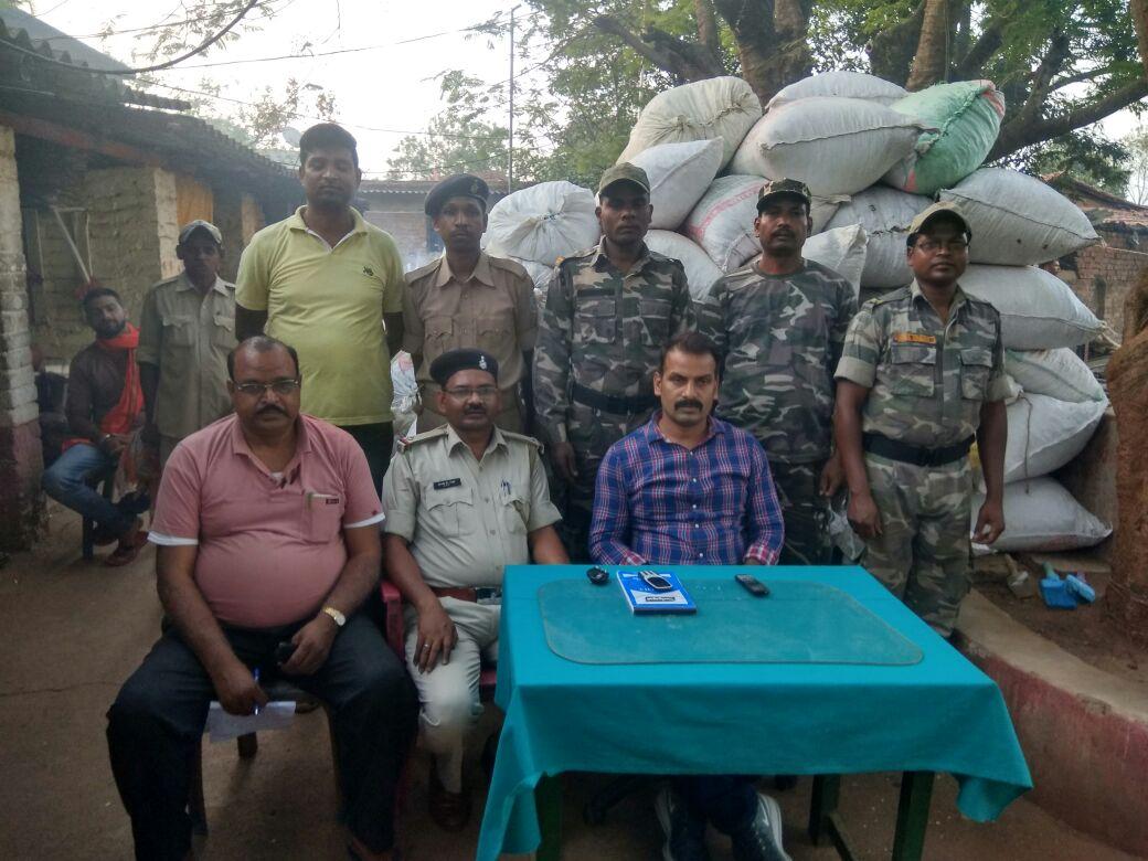 <p>रांची डी एस पी (टू ) विजय कुमार सिंह ने नेतृत्व में नगड़ी थाना प्रभारी राम नारायण सिंह एवं सदल के साथ गुप्त सूचना के आधार पर थाना क्षेत्र के साहेर कतरापा गांव में दुर्गा महतो…