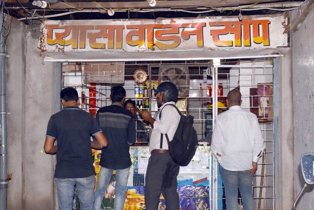 <p>Liquor shops opened by Raghubar Das government in Jharkhand.Have fun and pardon the CM if he has gone against the will of the masses,especially women who support BJP ally JD(U)…