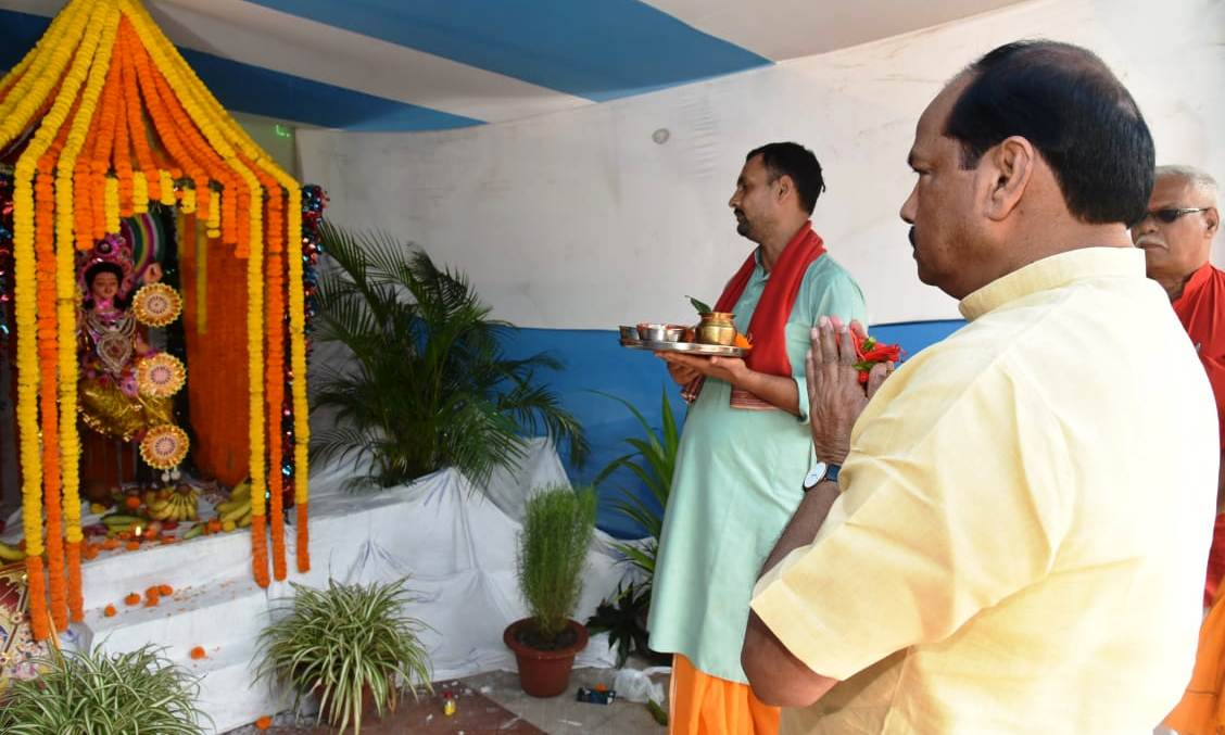 <p>Chief Minister Raghubar Das attended the Vishwakarma Puja organized at the Chief Minister's residence and offered prayer. He wished the people of Jharkhand on the occasion of…