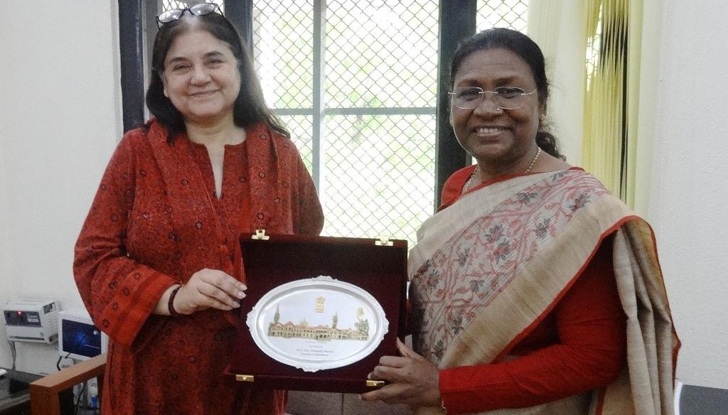<p>माननीया राज्यपाल द्रौपदी मुर्मू एवं केंद्रीय महिला एवं बाल विकास मंत्री मेनका गांधी के बीच आज नई दिल्ली में मुलाकात हुई।</p>