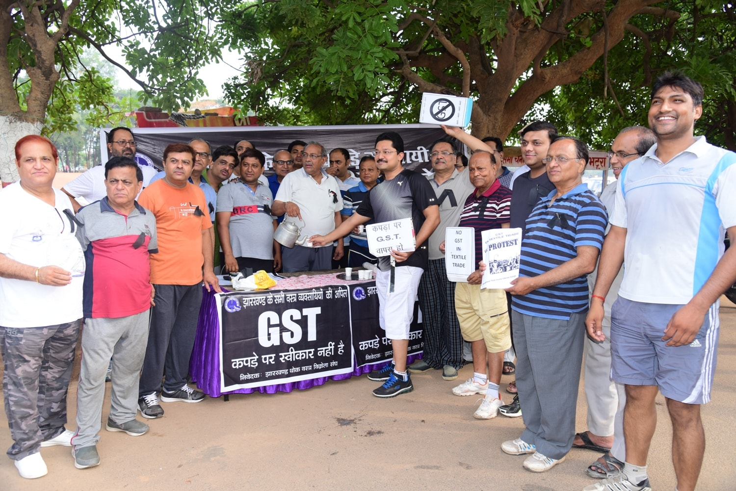 <p>Jharkhand Thok Vikreta Sangh members held 'Chai Par Charcha'(Discussion over a cup of tea) to mark their protest against GST slated to be enforced on July 1,2017.</p>
