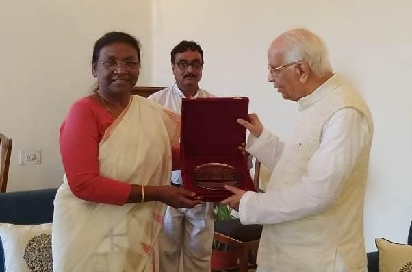 <p>माननीया राज्यपाल द्रौपदी मुर्मू ने आज दिनांक 20/07/2018 कोपश्चिम बंगाल के माननीय राज्यपाल केशरीनाथ त्रिपाठी से कोलकाता के राजभवन में मुलाकात की। यह एक शिष्टाचार भेट थी।</p>…