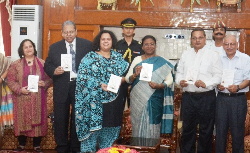 """<p>माननीया राज्यपाल श्रीमती द्रौपदी मुर्मू ने आज राज भवन में राज्य के पूर्व मुख्य सचिव श्री पी.पी. शर्मा की सुपुत्री श्रीमती मालविका शर्मा द्वारा लिखित """"A Normal Indian""""…"""
