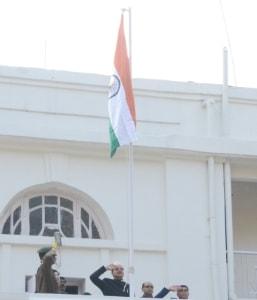 <p>मुख्यमंत्री के सचिव सुनील कुमार वर्णवाल ने मुख्यमंत्री आवास पर झंडोतोलन किया |</p>