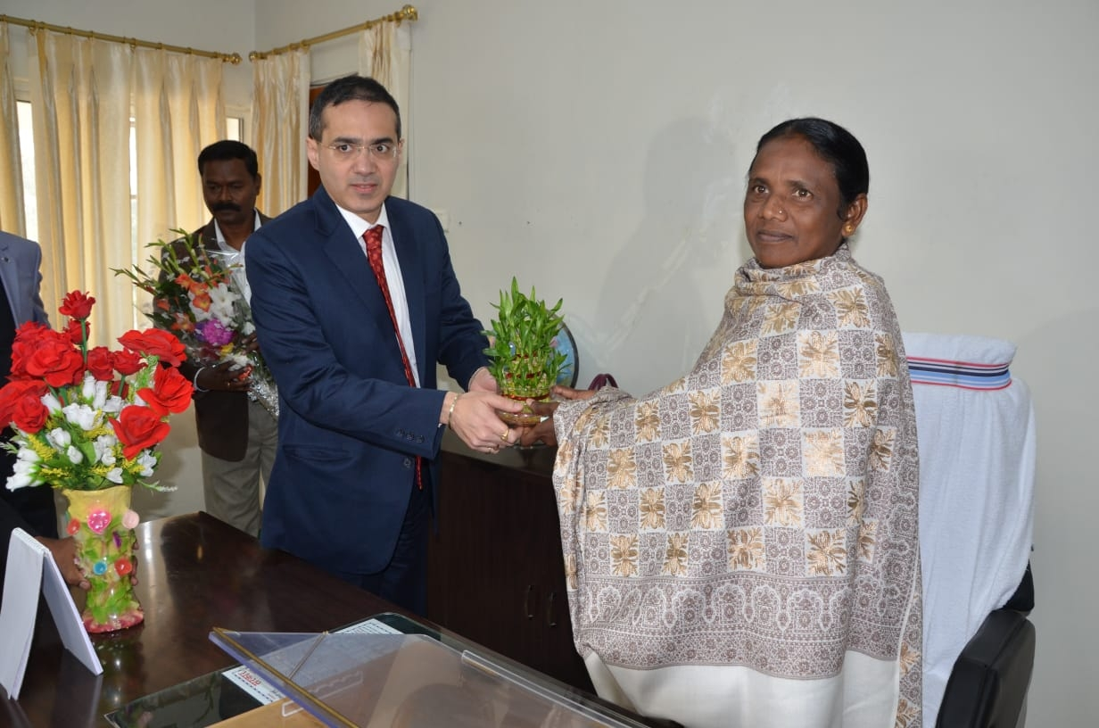 <p>Minister Joba Manjhi today took charge of the Women and Child Development and Social Security Department in the Jharkhand Ministry. Secretary, Women and Child Development and Social…