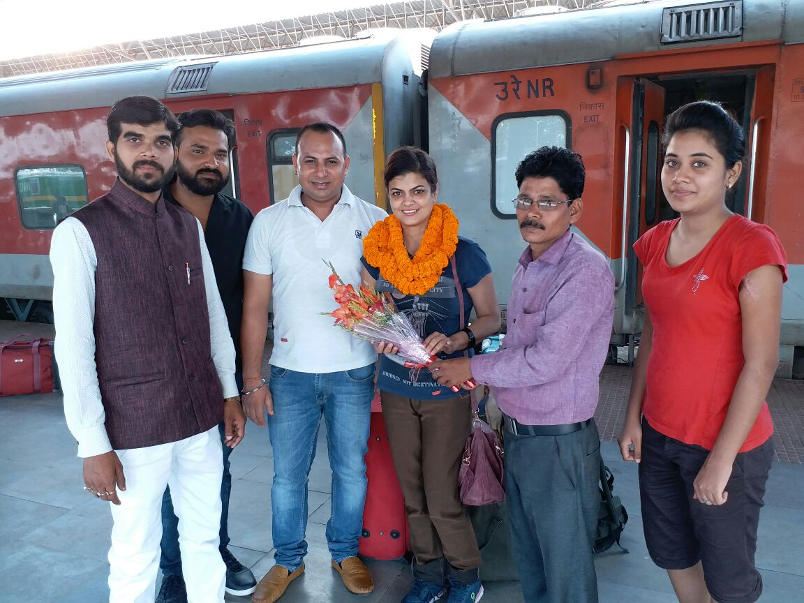 <p>Mrs India Rinku Bhagat being welcomed upon arrival at Ranchi Station.She has recently been appointed as the National Secretary of the International Human Rights and Crime Control…