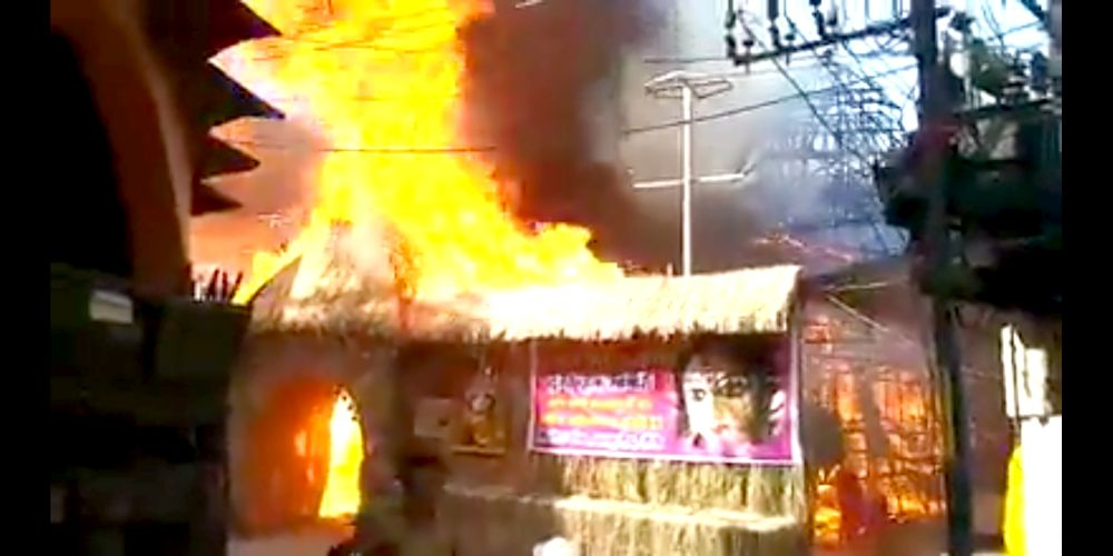 <p>Durga Puja pandal of Pragati Pratik Club catches fire after a short circuit accident during 'Maha Ashtmi' Durga Puja festival on Wednesday morning in Ranchi.</p>…