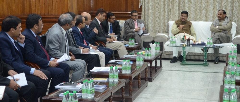 <p>मुख्यमंत्री आवास में G.A.I.L, O.N.G.C. कौशल विकास तथा प्रधानमंत्री उज्ज्वला योजना से संबंधित मामलों पर माननीय मुख्यमंत्री श्री रघुवर दास, माननीय केंद्रीय मंत्री श्री धर्मेंद्र प्रधान…