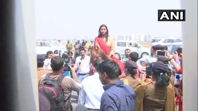 <p>Congress Woman MLA lands at Jharkhand Assembly by riding a horse  Congress MLA Amba Prasad has got umpteen photographs today as she arrived at the ongoing session of Jharkhand…