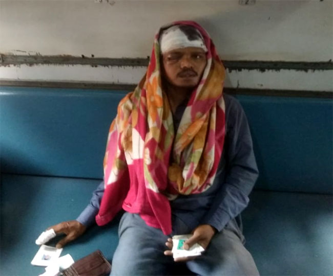 <p>Naxals struck against railway staff at Bano-Kanarova section of the Hatia-Rourkela.They track on Wednesday afternoon.Armed with weapons,10-12 Naxals beat up Cabin Man and other…