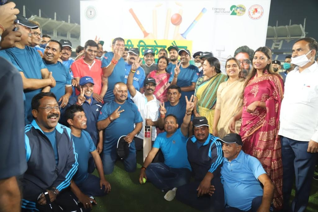 <p>जेएससीए क्रिकेट स्टेडियम धुर्वा में पर्यटन, कला संस्कृति, खेलकूद एवं युवा कार्य विभाग द्वारा आयोजित मुख्यमंत्री एकादश बनाम विधानसभा अध्यक्ष एकादश एकादश के बीच खेले गए मैत्री क्रिकेट…