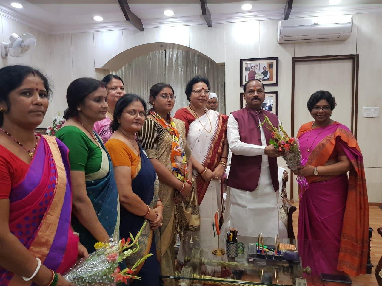 <p>BJP महिला मोर्चा की राष्ट्रीय अध्यक्ष विजया रहाटकरजी भाजपा प्रदेश कार्यालय में |</p>