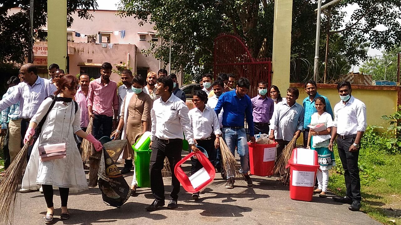 <p>On the occasion of Gandhi Jayanti, a cleanliness campaign was organized by Chhotanagpur Law College Namkom, Ranchi. The drive began from the college campus and then moved on…
