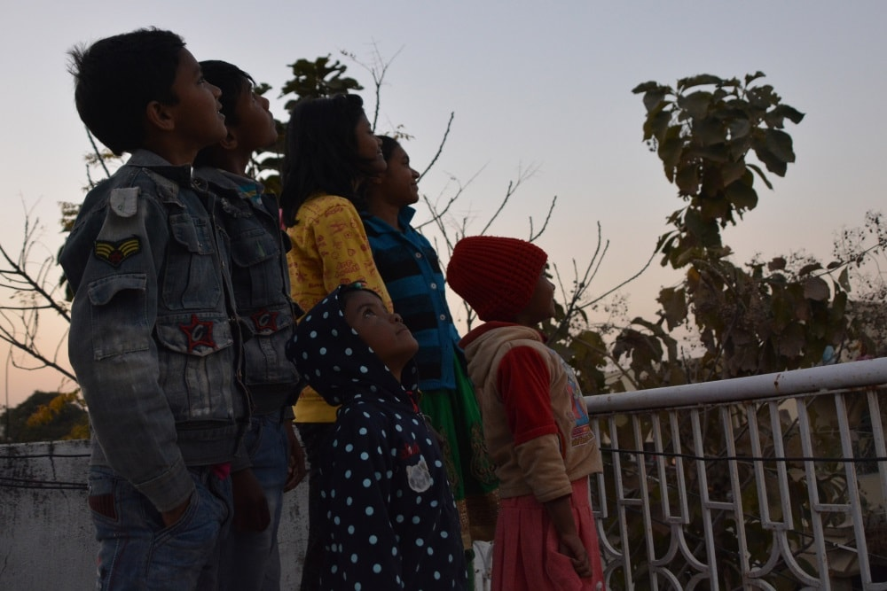 <p>Children watching the lunar eclipses in Ranchi on Wednesday.</p>