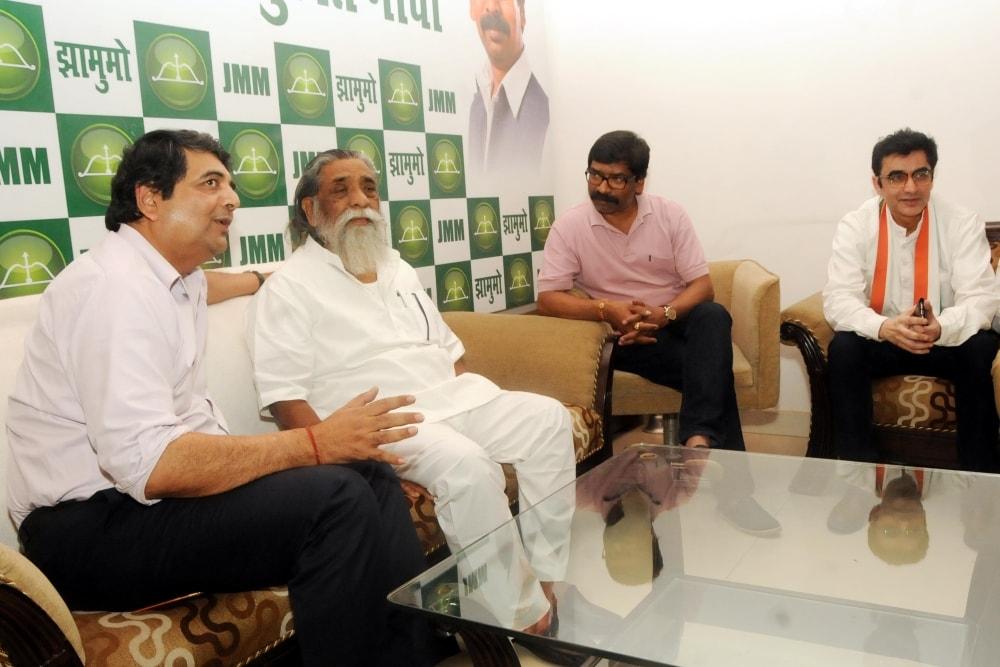<p>JMM President Sibu Soren, JMM working president Hemant Soren, Jharkhand Congress in-charge RPN Singh and President JPCC Ajay Kumar during a meeting in Ranchi on Friday.</p>