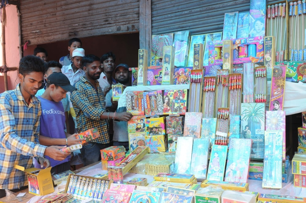 <p>People purchasing crackers ahead of Diwali festival from a road side market in Ranchi on Tuesday.</p>