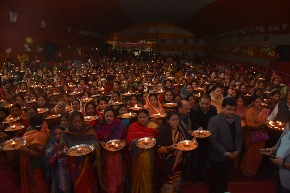 <p>Shri Krishna Pramani Dham Trust organised a bhagwat katha on Wednesday, where in a group of four hundred devotees were seen performing Aarti during the closing ceremony.</p>