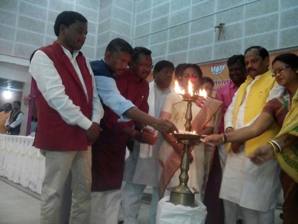 <p>Jharkhand Chief Minister Raghubar Das  alongwith Minister Luis Marandi  and BJP state unit spokesperson JB Tubid were welcomed by people inside the stadium in Dumka where…