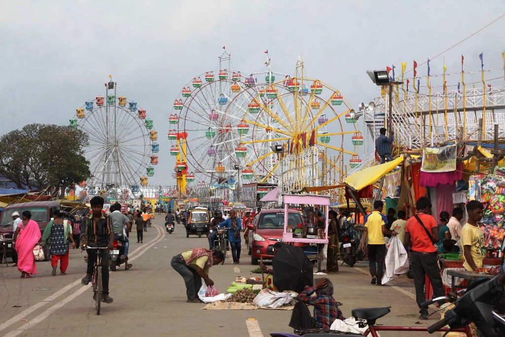 <p>Giant Ferris wheel set up for the week-long 'Rath mela' ready for visitors at Jagannath temple in Ranchi on Friday.</p>