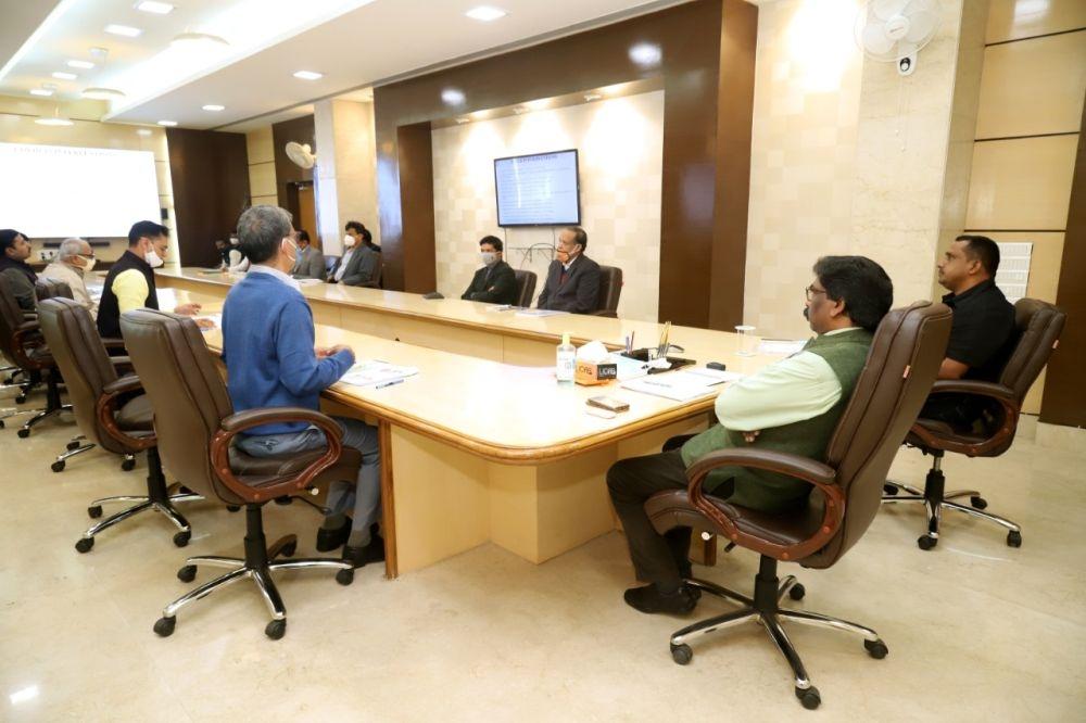 <p>झारखंड मंत्रालय में स्वास्थ्य, चिकित्सा शिक्षा एवं परिवार कल्याण विभाग की समीक्षा करते मुख्यमंत्री श्री हेमन्त सोरेन।</p>