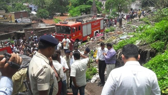 <p>Many huts were set ablaze and two persons were injured due to leakage of gas from LPG during demo of Pradhan Mantri Ujjwala Yojna at Sakshi Devsagar in Jamshedpur.</p>