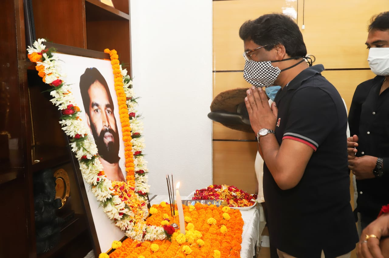 CM pays tribute to late Nirmal Mahto