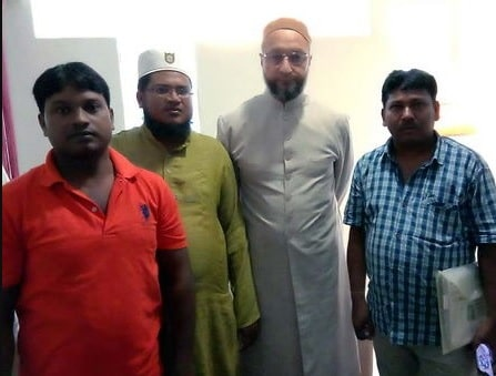 owaisi-meets-wife-uncle-of-mob-lynching-victim-tabrez-in-ranchi